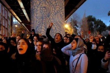 Polislə nümayişçilər arasında toqquşma baş verdi - Tehranda