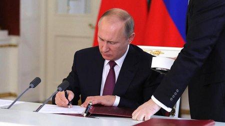 Putin ona yenidən prezidentliyə namizəd olma hüququ verən qanunu imzaladı